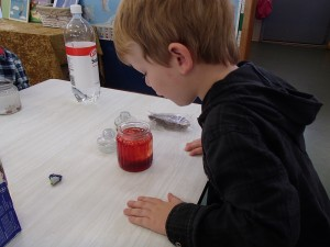 Lava Lamp Put food colouring and water in the bottom of a clear jar.  Carefully top up the jar with oil.  Break an Alka-Seltzer tablet into four pieces and add to the jar.  Watch the bubbles of gas rise.